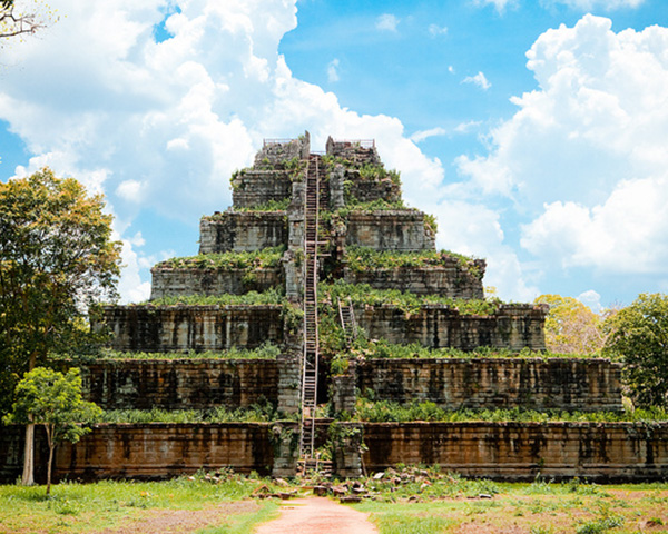 Travels in Cambodia, Private Taxi to Preah Vihear temple, Koh Ker temple, Taxi in Siem Reap