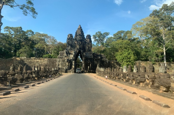 South gate of Angkor Thom temple-Small tour